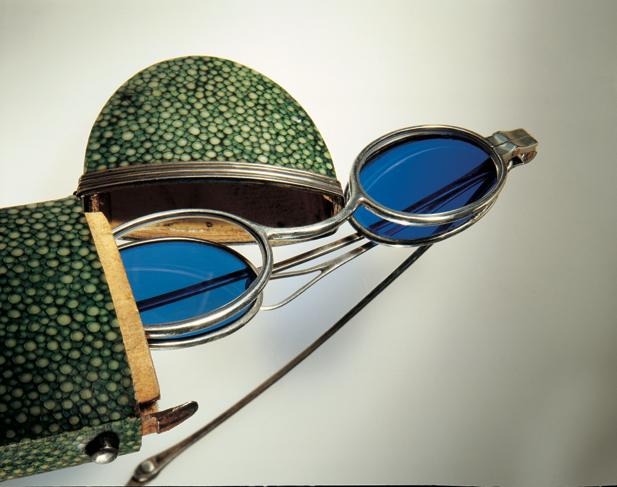 上の写真はすべてGernot Lindner氏の私蔵アンティーク眼鏡コレクション。