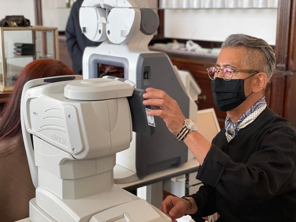 ファッションの店舗で行う視力チェックは私にとってもお客様にとっても新鮮な体験です。